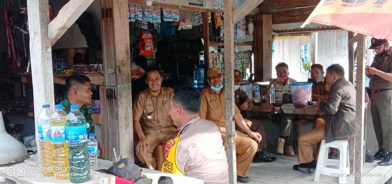 FOTO : Kapolres dan Dandim Kawal Langsung Distribusi Logistik Pilkada ke Kecamatan Seberang Kota, Senin (07/12/20).