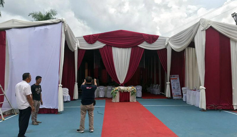 FOTO : KPU Persiapkan Tenda Tempat Pendaftaran Bapaslon Bupati dan Wakil Bupati Tanjab Barat Pilkada 2020, Kamis (03/09/20)