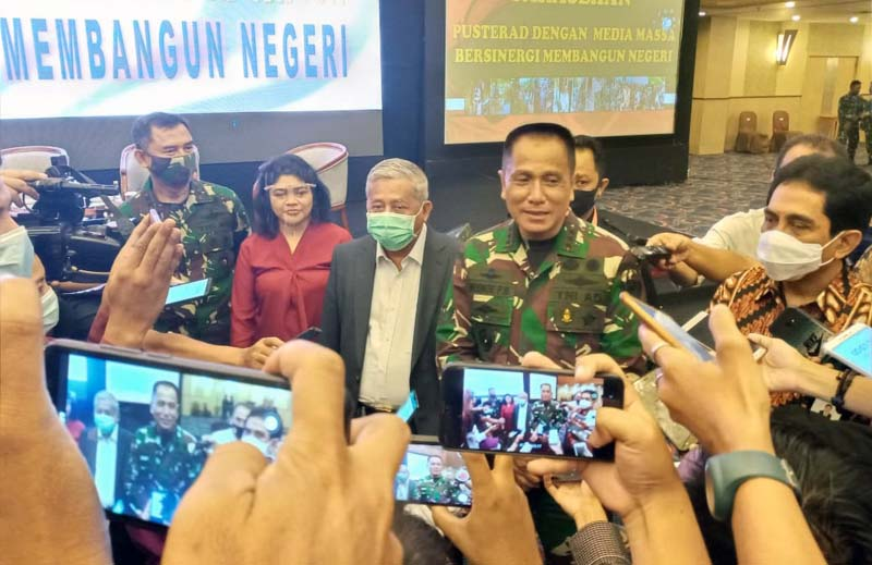 FOTO Danpusterad Letnan Jenderal TNI R Wisnoe Prasetja Boedi saat memberikan sambutan dan membuka Sarasehan Pusterad dengan Media Massa di Hotel Horison Bekasi, Jawa Barat, Rabu, 18 Nopember 2020.
