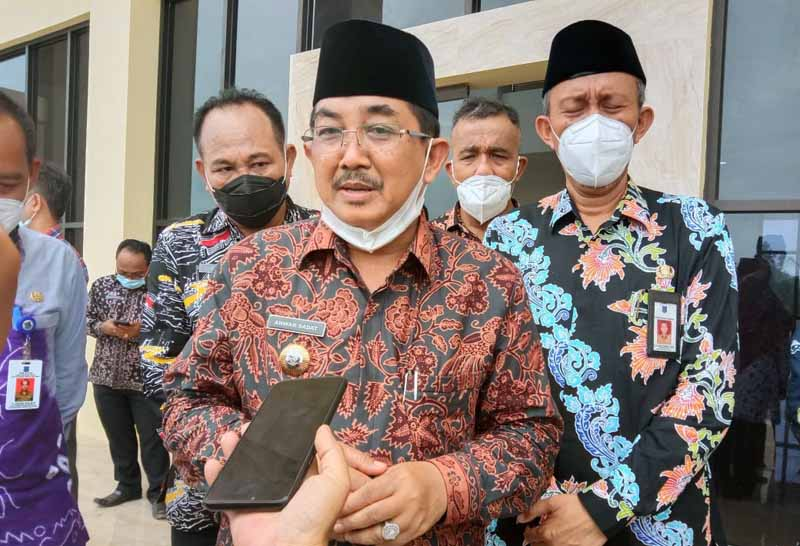 FOTO : Bupati Tanjab Barat Drs. H. Anwar Sadat, M.Ag