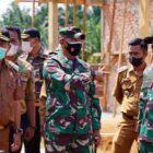 Wabup Merangin H. Mashuri pada acara pembukaan TMMD ke-111 yang dihadiri Komandan Korem 042/Garuda Putih Jambi Brigjen TNI M. Zulkifli di Pola Utama Kantor Bupati Merangin, Selasa (15/06/21). FOTO : KOREM042GAPU