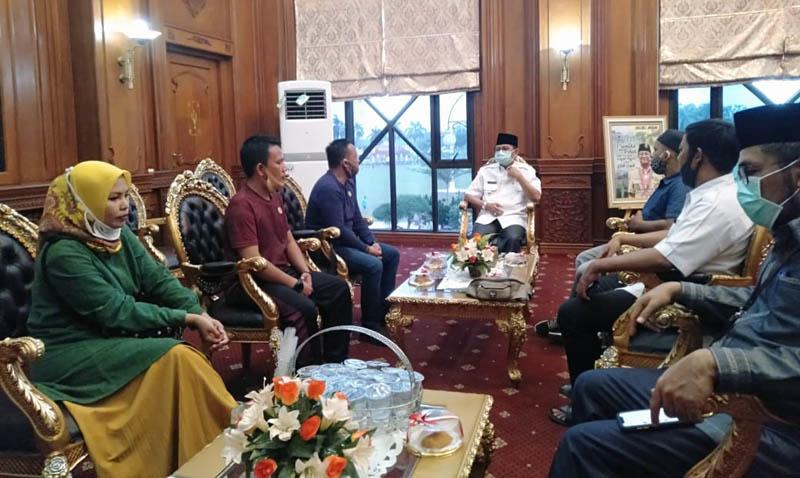 FOTO : Pengurus dan Panitia Mubes Saat Silaturahmi di Ruang Kerja Gubernur Jambi Rabu (09/09/20)