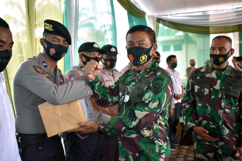 FOTO : Pangdam II/Sriwijaya Mayjen TNI Agus Suhardi Ketika Kunjungi Mapolsek Muara Tembesi Kabupaten Batanghari, Rabu (09/09/20).
