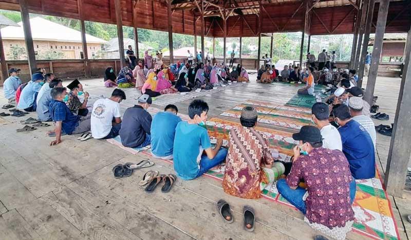 FOTO : Musyawarah di Kantor Bupati Mandailing Natal, PT Sorik Marapi Geothermal Power (PT SMGP) tentang Pemasangan Alat Pendeteksi gas beracun H2S di Kantor Kepala Desa, Selasa, (02/02/21).