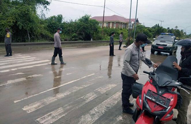 FOTO : Personil Polsek Tungkal Ilir Saat Gelar Razia Yustisi, Senin (26/10/20)