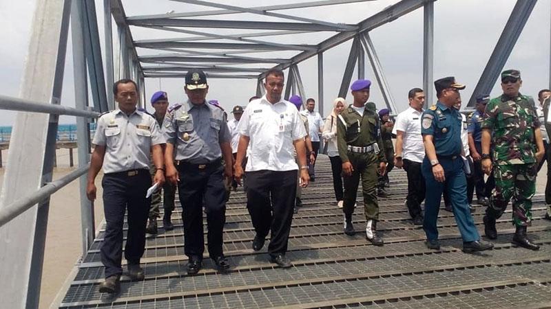 FOTO : Kepala Dinas Perhubungan Tanjung Jabung Barat Syamsul Juhari, S.Sos Saat Meninjau Pelabuhan Roro Beberapa Waktu Lalu.