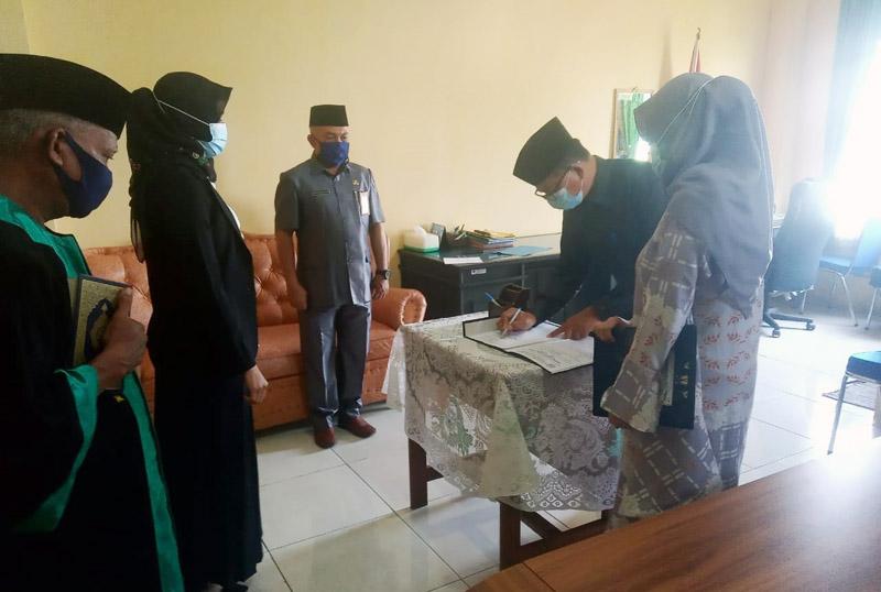FOTO : Pelantikan Auditor Muda Inspektorat Citra Amelia, SKM berlangsung di Aula BKPSDM Tanjab Barat dihadiri pada Kabid, Kasi dan Kasubbid BKPSDM dan pejabat Inspektorat, Jumat (20/11/20).
