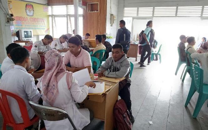 FOTO : Peserta Pendaftaran PPS di KPU Tanjab Barat