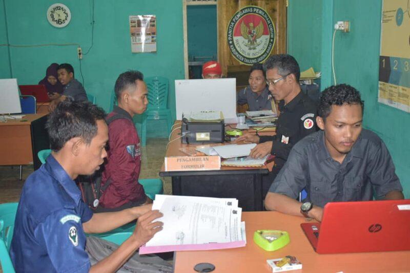 FOTO : Panitia Penerimaan Panwascam Bawaslu Kabupaten Tanjung Jabung Barat Menerima Berkas Pendaftaran Calon, Selasa (03/12/19)