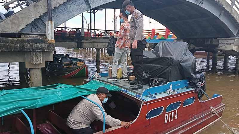 FOTO : Pasca Bom Bunur Diri di Makassar, Polres Tanjab Barat Tingkatkan Patroli Terpadu Pengamanan Rumah Ibadah dan Pintu Masuk Jalur Laut, Minggu (28/03/21)