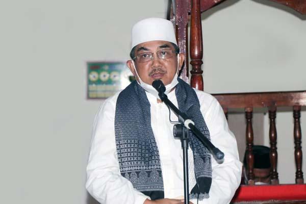 Bupati KH. Anwar Sadat saat Sambutan Jelang Shalat Jumat acara Safari Jumat Berkah di Mesjid Baiturrahman, Desa Pematang Buluh, Kecamatan Betara, Jumat (06/08/21). FOTO : PROKOPIM