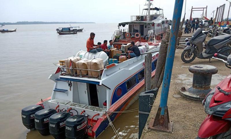 FOTO : Penumpang Jasa transportasi Laut di Kuala Tungkal Menjelang Hari Raya Idul Adha Tujuan Pulau Batam, Kepri dan Dalam Daerah Menunjukan Peningkatan, Rabu (29/07/20)