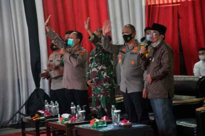 FOTO : Kapolda Jambi Irjen Pol A. Rachmad Wibiwob bersama Bupati H. Anwar Sadat Meresmikan Markas Komando (Mako) Polsek Tebung Tinggi, Rabu (07/04/21).