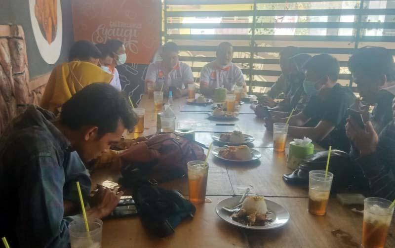 FOTO : Pengurus DPD PKS Tanjab Barat Saat Gelar Silaturahmi bersama Insan pers yang ada di Tanjung Jabung Barat, Selasa (09/02/21).