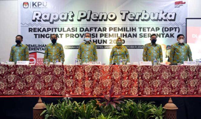 FOTO : Pleno Terbuka KPU Provinsi Jambi Tentang Rekapitulasi Daftar Pemilih Tetap (DPT) Pilkada Serentak 2020, Minggu (18/10/20).
