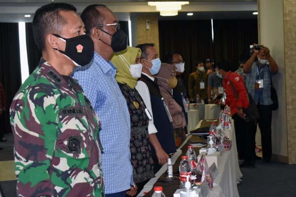 Kasiter Korem 042/Gapu Kolonel Arh M. Ibnu Sukelan saat Menghadiri Rapat Pleno Penghitungan PSU Pilgub Jambi di Hotel O Duo Weston Kota Jambi, Kamis (3/6/2021). FOTO : Penrem042