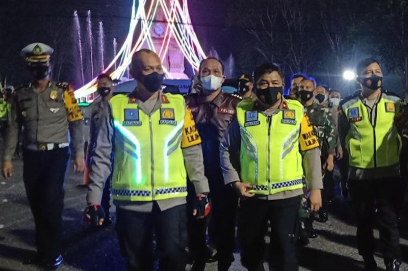 FOTO : Kapolda Jambi Irjen Pol A Rachmad Wibowo Saat Patroli Keamanan di Kota Jambi, Kamis malam (24/12/20).