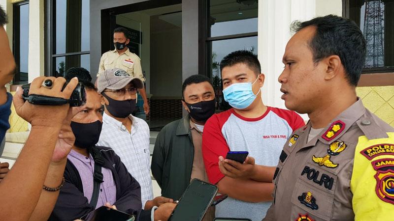 FOTO : Kapolres Tanjab Barat AKBP Guntur Saputro, SIK, MH.