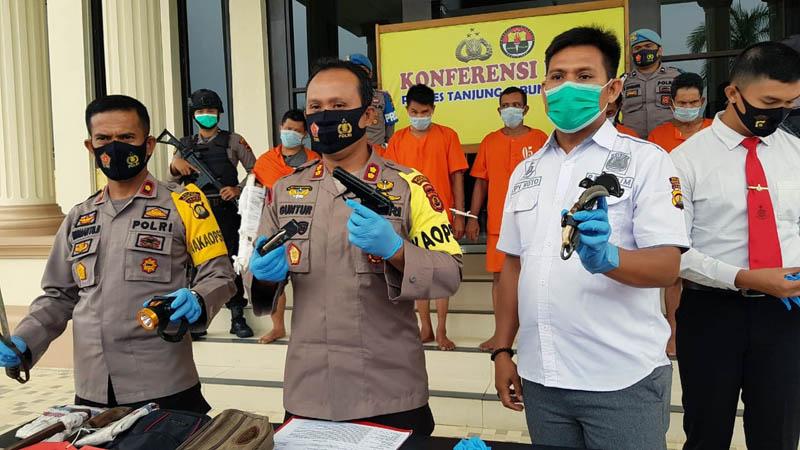 FOTO : Kapolres Tanjab Barat AKBP Guntur Saputro, SIK, MH Saat Pres Rilis, Senin (14/09/20)