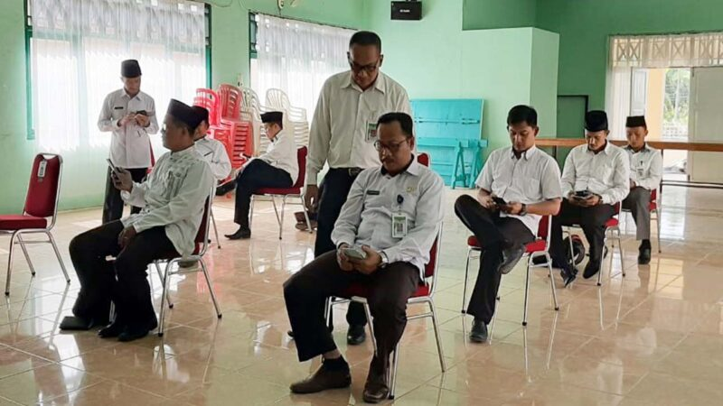 FOTO : Pelaksanaan CAT Seleksi Calon Petugas Haji atau Panitia Penyelenggara Ibadah Haji (PPIH) di Aula Kantor Kemenag, Selasa (04/02/20)