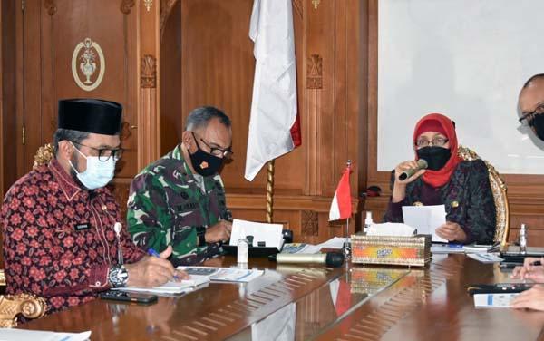 FOTO : Danrem 042/Gapu Hadiri Rakor PPKM Jelang Lebaran dengan Pj Gubernur.