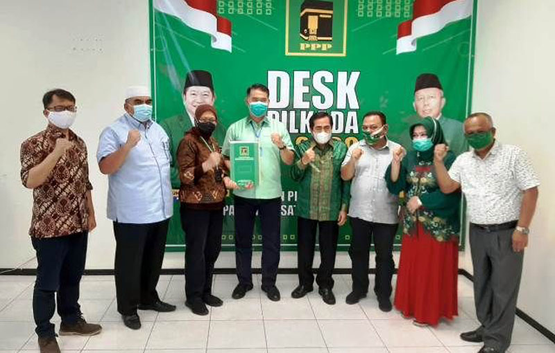 FOTO : Fasha-AJB didampingi Evi Suherman Ketua DPW PPP Provinsi Jambi Saat Menerima Surat Rekomendasi di Kantor DPP PPP di Jakarta, Selasa (28/07/20).