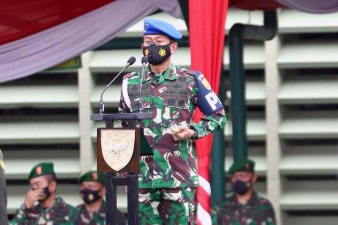 FOTO : Pangdam II/Sriwijaya Mayjen TNI Agus Suhardi Saat Memimpin Upacara Operasi Gaktib dan Yustisi Polisi Militer Tahun Anggaran 2021 di lapangan upacara Makodam II/Sriwijaya, Palembang, Kamis (25/02/21).