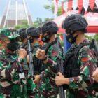 Pangdam I/BB Mayjen TNI Hassanudin dalam rangka kegiatan Pengendalian dan Pengawasan Operasi (Dalwasops) Satuan Tugas Pamtas RI-PNG Yonif 131/Brs di Wilayah Jayapura dan Kab. Keerom, Papua, Sabtu (25/9/21).