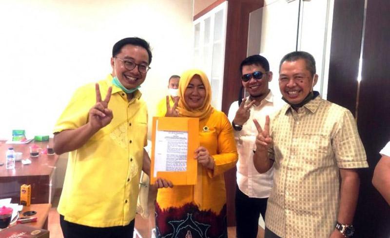 FOTO : Yuninnta bersama Pengurus DPP Golkar, Boby Rizaldi Ketua Bidang Pemenangan Pemilu Sumatra II, didampingi A Rahman Sekertaris DPD Golkar Provinsi Jambi. (FOTO : Jambiindependen).