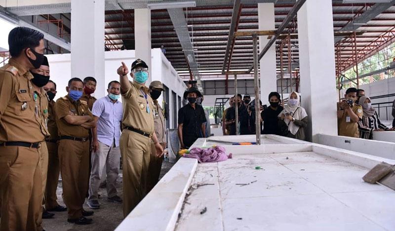 FOTO : Wali Kota Jambi Syarif Fasha saat Aidak Pembangunan Pasar Baru di Kelurahan Pasir Putih, Senin (07/09/20)