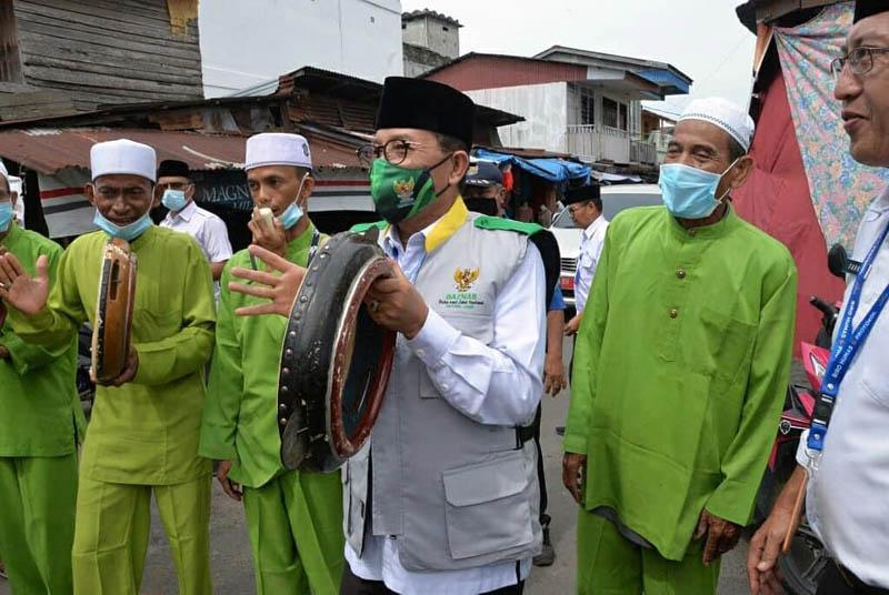 FOTO : Penyerahan Bantuan dari Baznas Provinsi Jambi kepada Masyarakat yang sangat Terdampak Covid-19 di Nipah Panjang Kabupaten Tanjung Jabung Timur, Rabu (29/07/20).