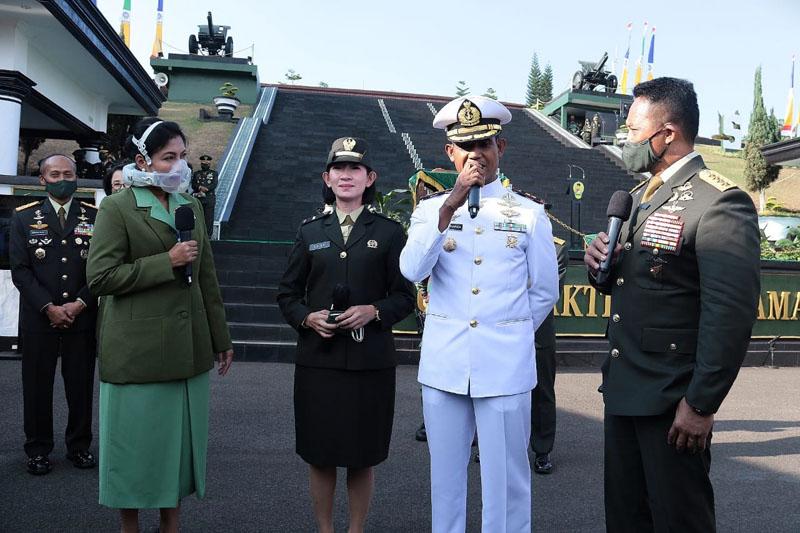 FOTO : Kasad Jenderal TNI Andika Perkasa Melantik 1.198 Perwira Lulusan Diktukpa TNI AD Tahun Anggaran 2020 di lapangan Wiradhika Secapa Angkatan Darat, Bandung, Jawa Barat, Selasa (08/09/20)