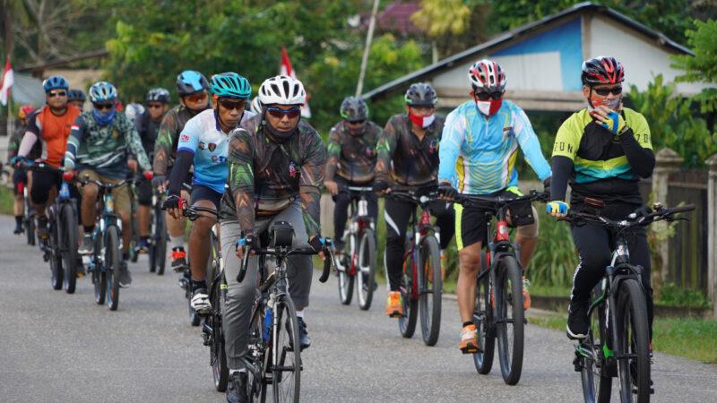 FOTO : Danrem 042/Gapu Brigjen TNI M. Zulkifli dan Kapolda Jambi Irjen Pol Firman Shantyabudi memimpin langsung sinergitas TNI-Polri Gowes Gembira, Sabtu (15/08/20)