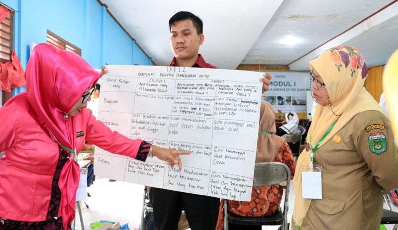 FOTO : Dokumen Humas Tanoto Program PINTAR Tanoto Foundation, di Aula STIT Al Falah Rimbo Bujang, Rabu, (12/02/20)