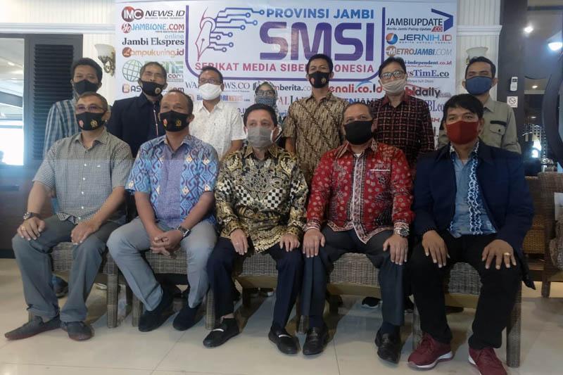 FOTO : Kepala Penerangan Korem 042/Gapu, Mayor Inf Hatta saat Hadiri Rakerda I Serikat Media Siber Indonesia (SMSI) Provinsi Jambi di Aula Rumah Makan Pagi Sore, Sabtu (29/08/20).
