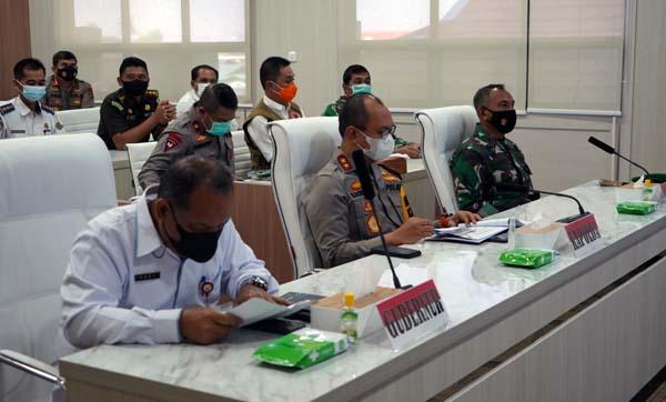 Komandan Korem 042/Gapu Brigjen TNI M Zulkifli melalui video conference mengikuti Rapat Koordinasi (Rakor) Pengamanan Idul Fitri 1442 Hijriah. Foto : Penremgapu