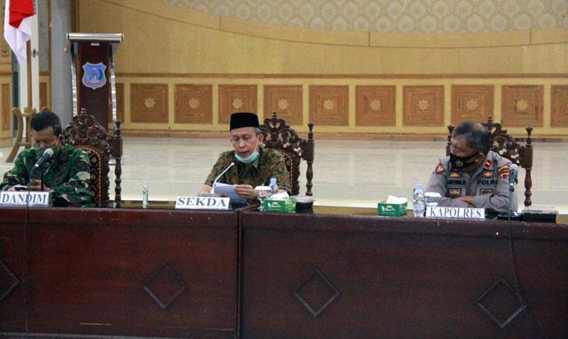 FOTO : Pemkab Tanjab Barat Rapat Koordinasi Penegakan Hukum Protokol Kesehatan pada Tahapan Pilkada Serentak 2020 di Balai Pertemuan Kantor Bupati, Kamis(17/09/20).