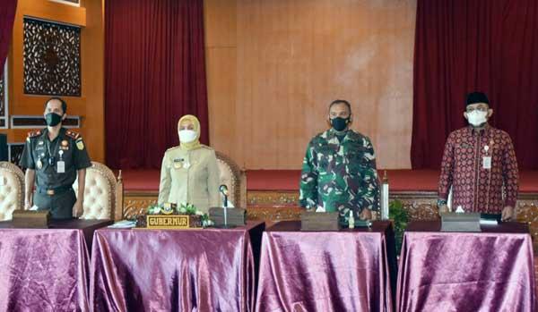 FOTO : Bersama Pj. Gubernur Jambi, Danrem 042/Gapu Ikuti Rapat Penegakan Disiplin Prokes Covid-19 Jelang Hari Raya Idul Fitri 1442 H