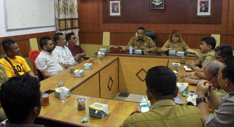 Rapat Bersama antara Pemkab Tanjab Barat dengan HSNI dan Perwakilan Nelayan dan Pengusaha Udang Ketak di Ruang Rapat Wakil Bupati, Selasa (11/02/20). FOTO/Hms.Setda