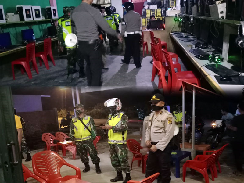 FOTO : Aparat Membubarkan Anak Muda yang Tengah Bermain di Salah Satu Warnet di Kota Kuala Tungkal, Kamis (09/04/20) malam