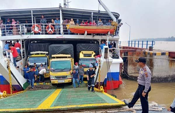 Kapal Roro Saat Sandar di Pelabuhan Roro Kuala Tungkal, Tanjab Barat. FOTO : Istimewa