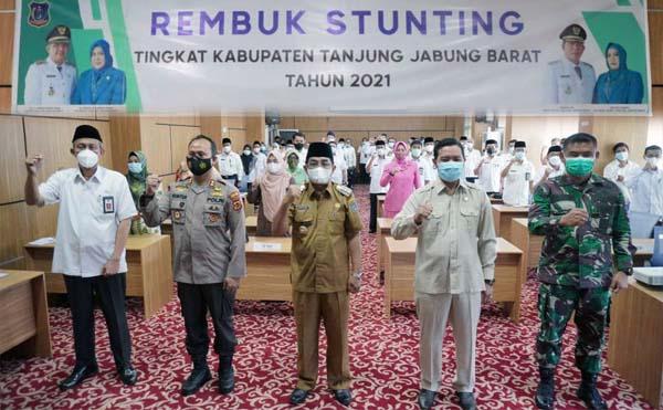 embuk Stunting Tahun 2021 dalam rangka Aksi Konvergensi Percepatan Pencegahan Stunting di Kabupaten Tanjab Barat di Lantai III Aula Kantor Bapedda, Rabu (14/04/21).