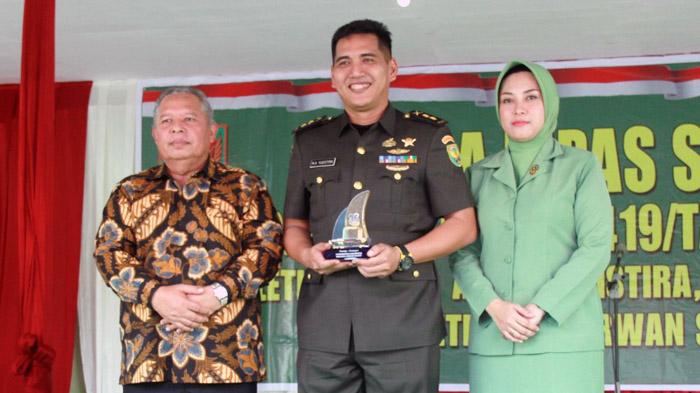 FOTO Bupati Tanjung Jabung Barat Dr. H. Safrial Bersama Dandim 0419/Tanjab Lama Letkol Inf M. Ary Yudistira, S.IP, M.I.Pol, M.Han dan Istri