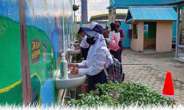 Pelaksanaan Protokol Kesehatan di SMP Negeri 2 Kuala Tungkal saat Pelaksanaan PTM, Senin (06/9/21). FOTO : HB