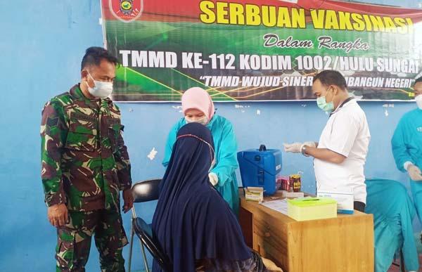 Serbuan Vaksinasi Satgas TMMD Ke-112 Kodim 1002/HST, 235 Warga Berhasil Divaksin