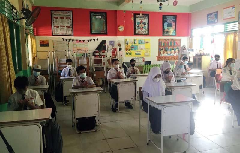 FOTO : SMP Negeri 2 Kuala Tungkal Gelar Simulasi Sekolah Tatap Muka di Masa Pandami, Selasa (05/01/21).