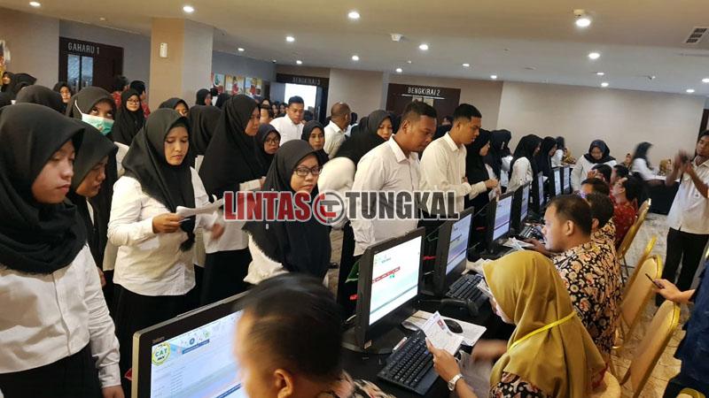 FOTO : Pelaksanaan Tes SKD CPNS Kabupaten Tanjung Jabung pada hari Pertama di Lt. 5 BW Luxury Hotel Jambi, Rabu (19/02/20).