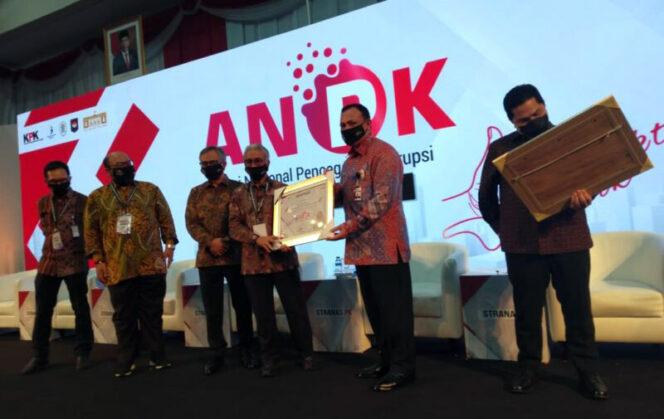 Penghargaan ini diserahkan oleh Ketua KPK Firli Bahuri dan diterima Kepala SKK Migas Dwi Soetjipto pada acara Aksi Nasional Pencegahan Korupsi (ANPK) yang diselenggarakan Gedung KPK Jakarta, Rabu (26/08/20).