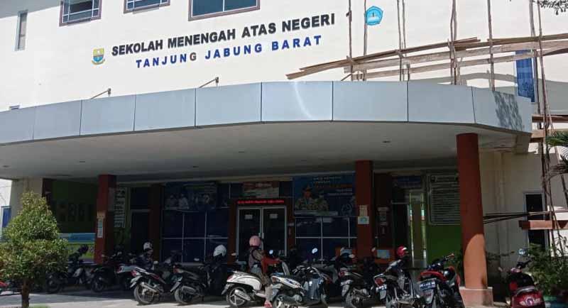 FOTO : Gedung SMA Negeri 1 Kabupaten Tanjung Jabung Barat