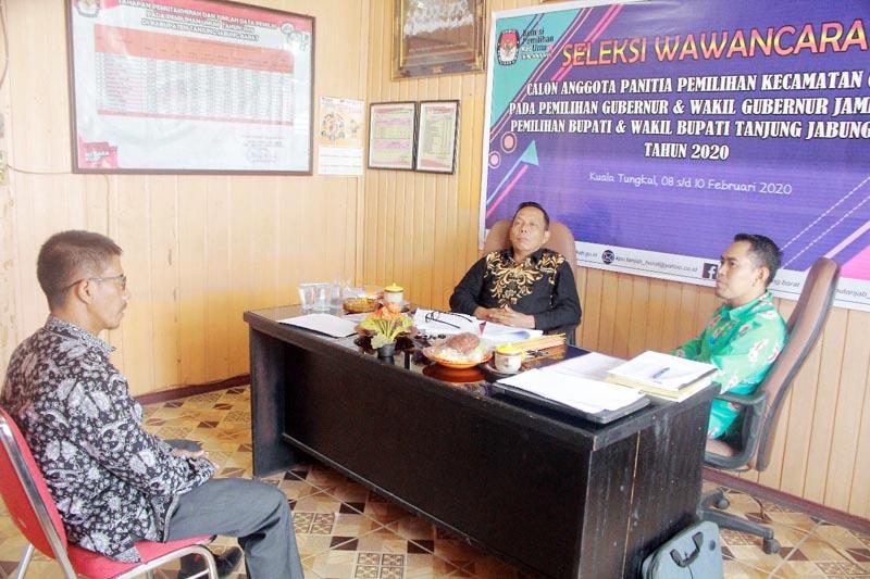 FOTO : Pelaksanaan Tes Wawancara Hari Pertama Calon Anggota Panitia Pemilihan Kecamatan (PPK) di Sekretratiat KPU Tanjab Barat, Sabtu (08/02/20)
